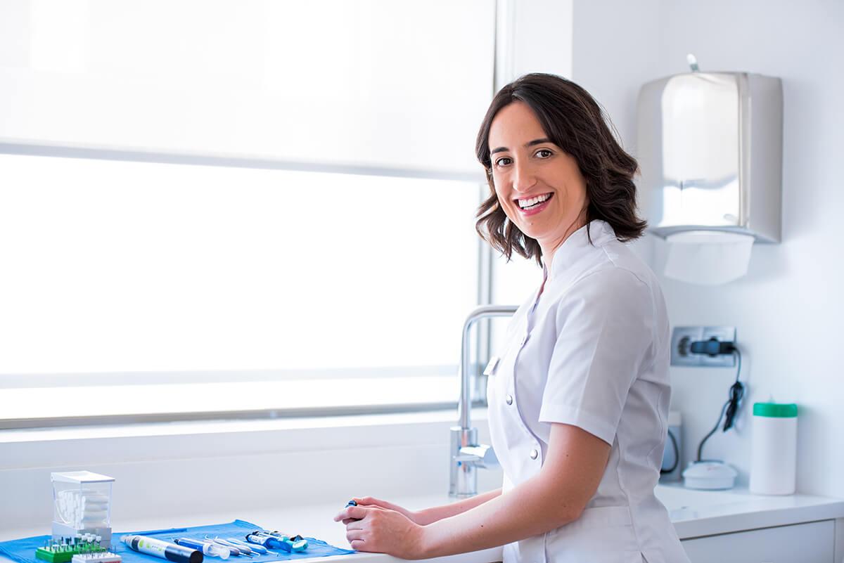 Tania Capelete, doctora especialista en estética dental en Domusdental, A Coruña