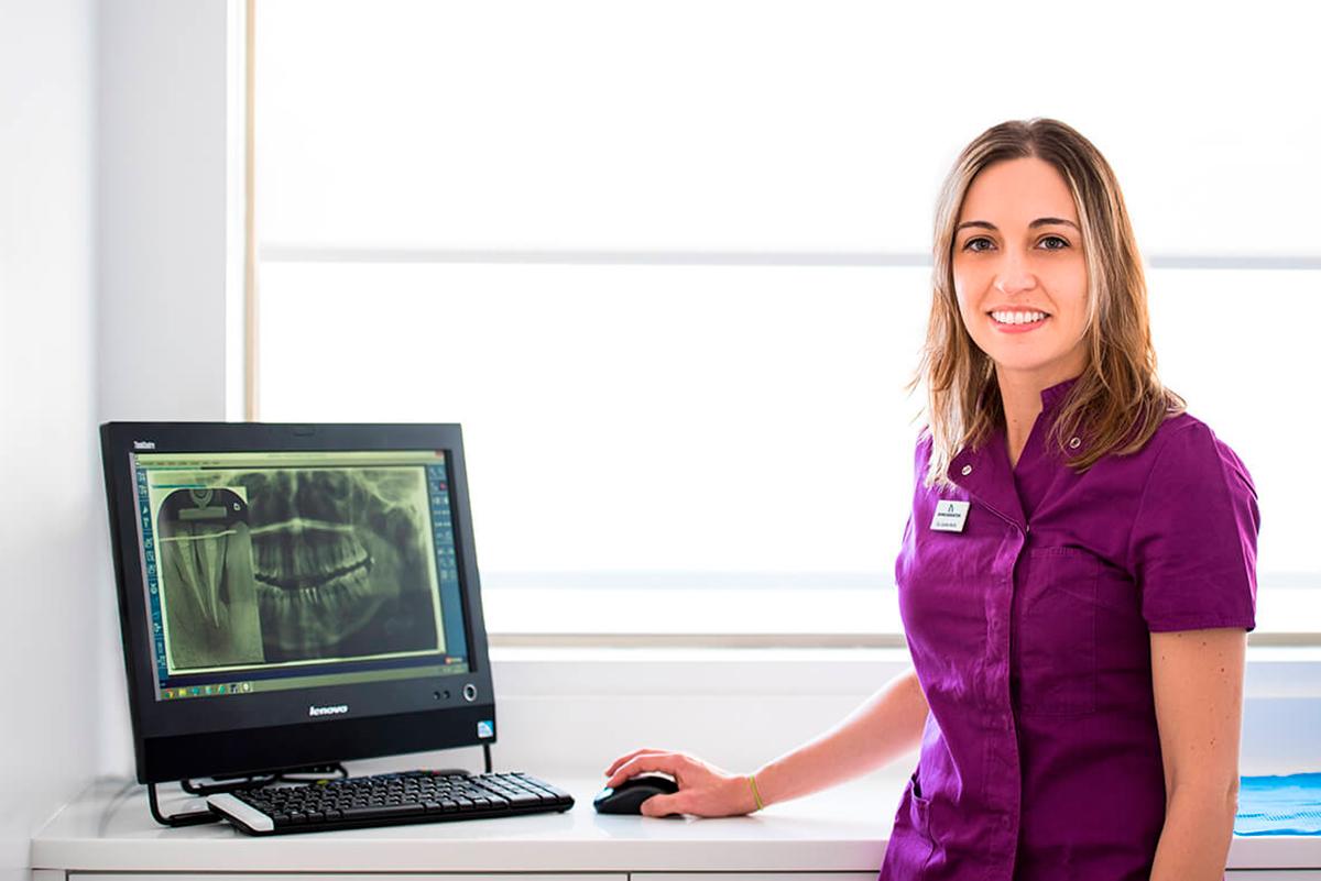 Carolina Martín, especialista en endodoncia en A Coruña, Domusdental