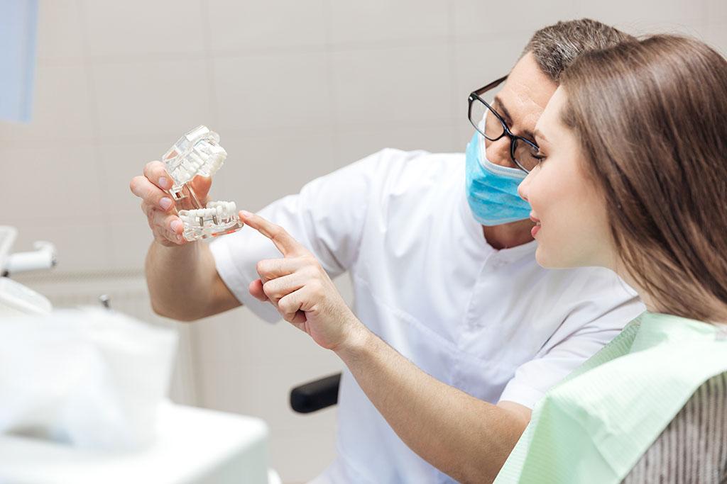 Dentistas especialistas en la reparación de prótesis dentales rotas en A Coruña