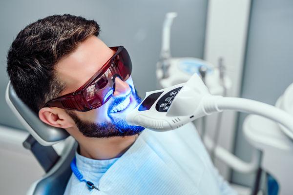Pide precio del blanqueamiento dental en A Coruña