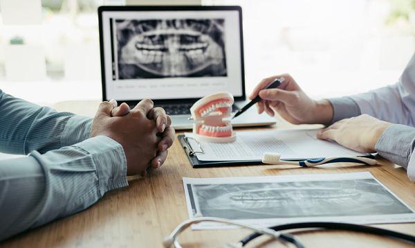 Visita y valoracion previa para el implante dental
